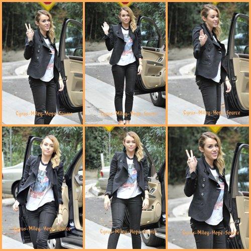Miley a été vu à Best Buy Hollywood le 04/11