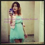 Photos de Martina Stoessel avec son portable