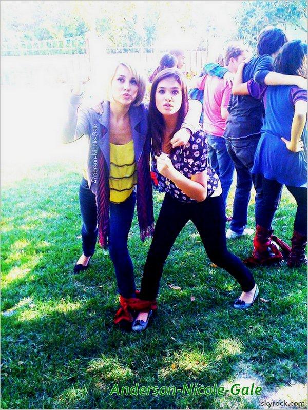 """??.12.2010 // Nicole apparaît dans une vidéo au côté de sa meilleure amie : Chelsea Staub, pour promouvoir le jeux """" Disney Channel All Star Party """" dans laquel on les voit bien entendu jouer à la Wii mais aussi s' amuser en reproduisant grandeur nature les jeux figurant dans """" Disney Channel All Star Party """""""
