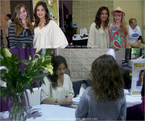 06.03.2011 // Comme prévu, Nicole Anderson était présente au Women Today 2011 où elle a posé avec quelques fans et signé des autographes