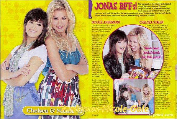 2011 (2009) // Découvrez les scans du premier magazine dans lequel Nicole est apparue . Il s' agit du magazine Popstar datant de Mars 2009 où elle est en compagnie de Chelsea Kane ( Staub ) . Dedans, elles nous parlent de leur amitiée qui n' est pas une fabrication d' Hollywood, de leur personnage dans JONAS et de leur première rencontre avec les Jonas Brothers  Comment trouvez- vous cet première apparition dans un magazine dans lequelle, elle est apparue ?