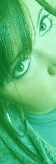 L'amour naît dans un regard, grandit dans un baiser & meurt dans une larme