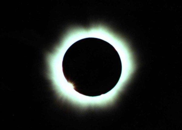 Pour que le soleil rencontre la lune.