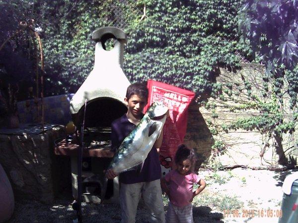 liche amie pris avec mon petit frere a la pesée 6kg le 16 06 2012