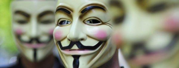 Il y a des rôles qu'on ne peut pas refuser et des masques que nous sommes obligés de porté ..