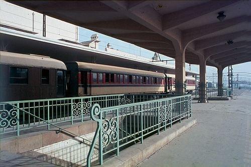 La gare de Casablanca avec les voitures du 2éme classe et les voitures du 4éme classe