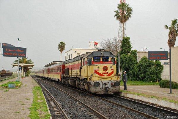 DH 373 Oujda-Tanger à Taza