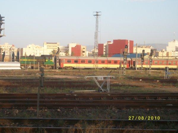 DI 500 au depot d'Oujda avec des Voitures pour le train de tanger de 18h15