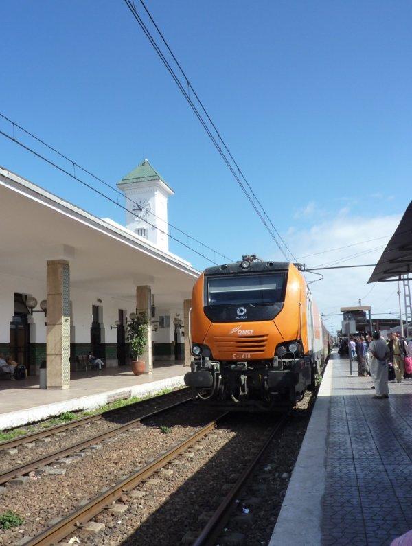 E 1418 à Casablanca-Voyageurs pour Marrakech