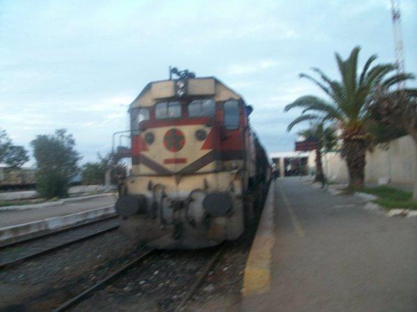 DH 368 arrive à la gare d'Oujda en provenance de Casablanca