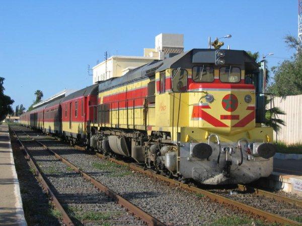 DH 374 à Oujda en provenance de Fes