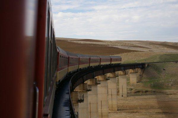 train Oujda-Fes au barrage Idriss 1er