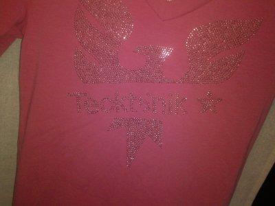 T-shirt rose, Tecktonik, taille S, prix 10 euros