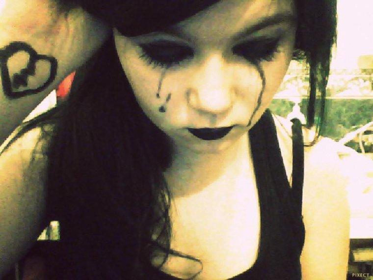 Il y  a tes yeux qui me tue , quand tu me dis que c'st fini ...♥