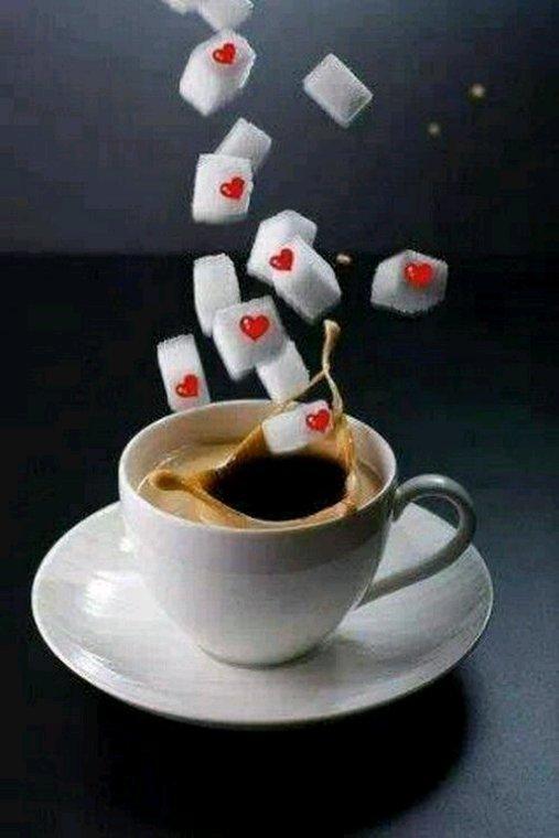 Bon cafe a vous mes amis bisous bisous
