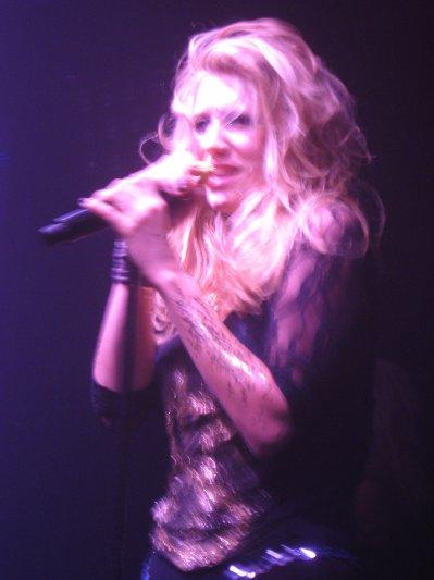 voici kesha au queen s a paris le 24 janvier pour linoguration de son album merci fun radio super soire