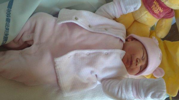 ma beauté née le 5 avril 2012 à 4h55 pour 3kg360