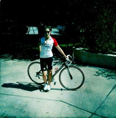 Sophia Bush a fait de la randonnée en vélo, ce dimanche matin, elle nous le prouve avec une jolie photo de son twitter & elle a participé jeudi derniers à la Gay Pride de Wilmington, une nouvelle fois, pour soutenir la cause homosexuelle : ) Comment la trouvez vous ?
