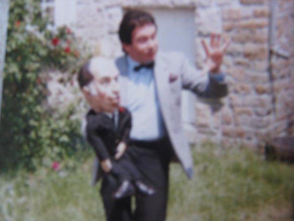 UN AMI BLOGUEUR VIENT DE M ENVOYER CETTE PHOTO OU J ETAIS DANS L OISE EN PREMIERE PARTIE DE MICHEL SARDOU ////////////PHOTO PRISE DEVANT LE RESTAURANT LA BONNE OSEILLE /////////////////////////MERCI DE CE BON SOUVENIR A TOI JEREMY DE VILLA LONGA MAINTENANT A NICE AMITIE A TOUTE TA FAMILLE LOICK  DUVALL *****************************************************************************************