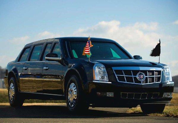 la voiture blindee de barak obama PRESIDENT DES ETATS UNIS