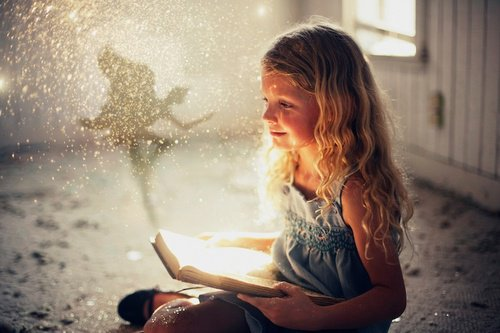 «Les contes de fées nous échappent. Ils sont  radieux et on ne peut les saisir, et, ce qu'on ne peut pas avoir, on l'aime éternellement.» Jules Renard