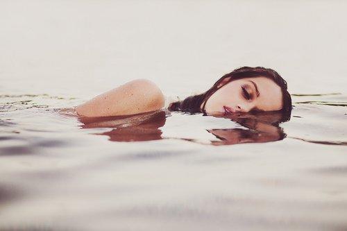 «Il y a encore une chance pour toi... Car il y a une étincelle en toi. Tu dois juste allumer la lumière et la laisser briller...» Katy Perry