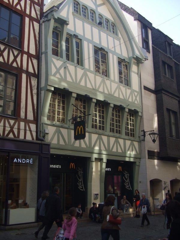 Pour les nostalgiques de nos sorties à Rouen ... lèche vitrine ...