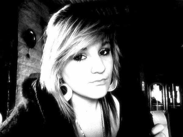 .» Toujours garder le sourire, ne jamais montrer de faiblesse   → ;) ♥   .