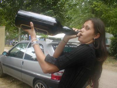 Liza toujours en train de boire...