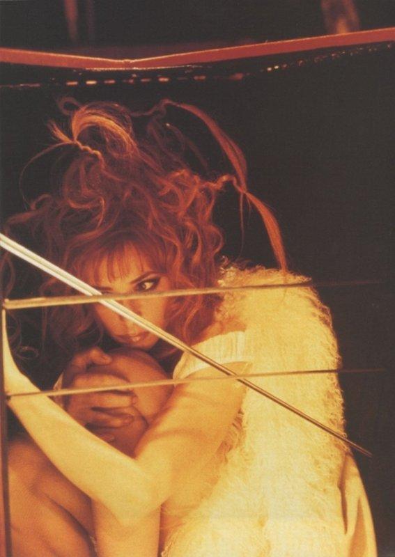 ♥ J'ai dans le c½ur un fil minuscule, filament de lune, Qui soutient là, un Diamant qui s'use, mais qui Aime...  ♥