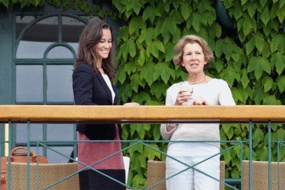 15/06/11;  Pippa a Wimbledon avec la mère de Tim Henman (joueur de tennis anglais)