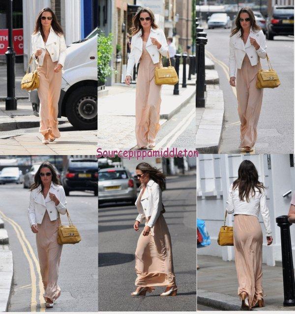 22/08/2011  Pippa faisant du shopping dans Chelsea
