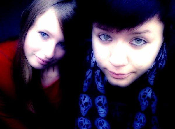 Pourquoi tenter de nous séparer ? Vous n'y arriverez jamais . Elle est mon double, elle est ma soeur ♥. Personne ne pourra nous briser , ensemble nous formons un duo de choc! Je t'aiiiiime Laurie ♥♥.