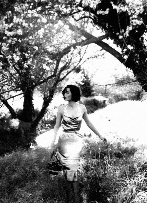 """""""La solitude est une tempête de silence qui arrache toutes nos branches mortes."""" _ Khalil Gibran"""
