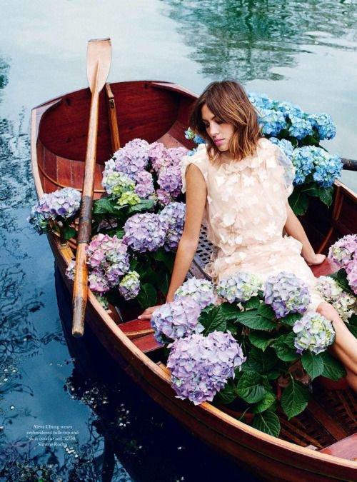Notre corps est la barque qui nous portera jusqu'à l'autre rive de l'océan de la vie. Il faut en prendre soin.   - Swami Vivekananda