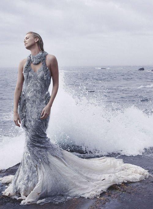 L' amour est une mer dont la femme est la rive. _ Victor Hugo