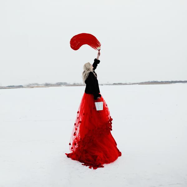 """Les mots ne nous venaient à la bouche que pour modifier la couleur du silence.""""  -Yann Moix"""