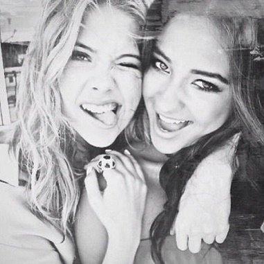 L' amitié est une âme en deux corps.   -Aristote-