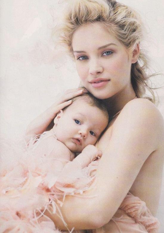 """""""L'amour de la mère est le seul amour invincible, éternel comme la naissance."""" -André Malraux"""
