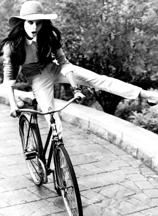 La vie, c'est comme une bicyclette, il faut avancer pour ne pas perdre l'équilibre.-Albert Einstein-
