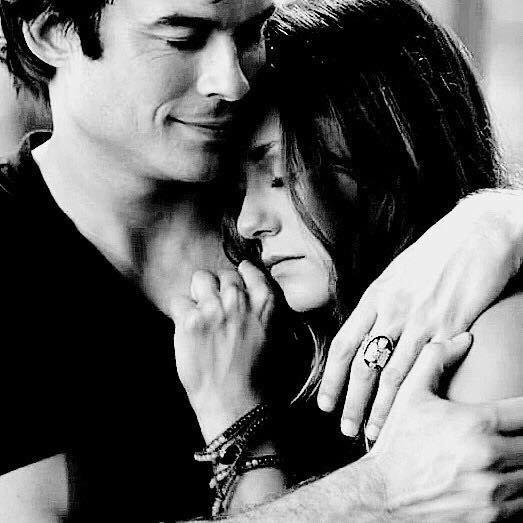 Si un jour, tu as envie de pleurer Appelle-moi. Je ne te promets pas de te consoler, Mais je peux pleurer avec toi.  Si un jour, tu veux partir, Appelle-moi. Je ne promets pas de te retenir, Mais je peux faire un bout de chemin avec toi.  Si un jour, tu ne peux plus supporter personne... Appelle-moi. Je te promets d'être là pour toi. . . Et de ne pas t'importuner.  Mais si un jour, tu m'appelles... Et qu'il n'y a pas de réponse... Viens vite me voir. C'est peut-être moi qui aurai besoin de toi.