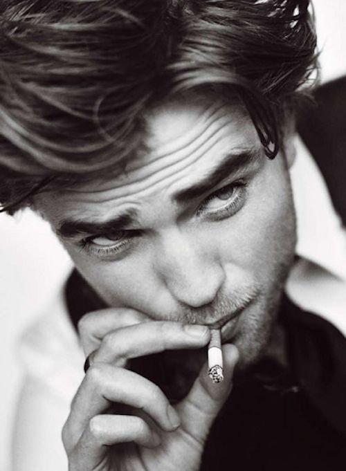 Aimer sans être aimée, c'est vouloir allumer une cigarette à une cigarette déjà éteinte.  _George Sand