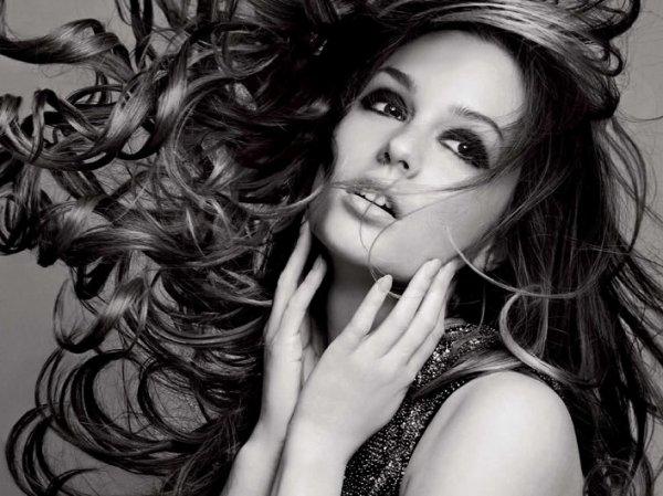 Peu importe si le vent me décoiffe, je suis toujours décoiffée. Je suis née ainsi, avec le chaos dans l'âme. _Karen Tognini