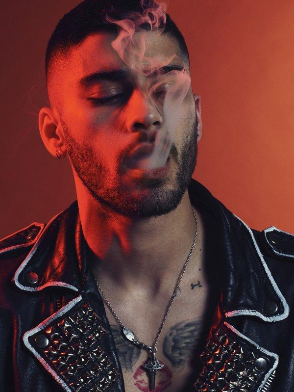 La gloire n'est que fumée, j'en conviens, mais l'homme n'est que poussière.  _Rivarol