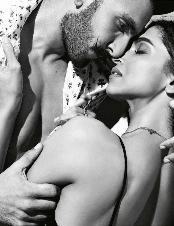 On a toujours assez vécu, quand on a le temps d'acquérir l'amour des femmes et l'estime des hommes. _Pierre Choderlos de Laclos