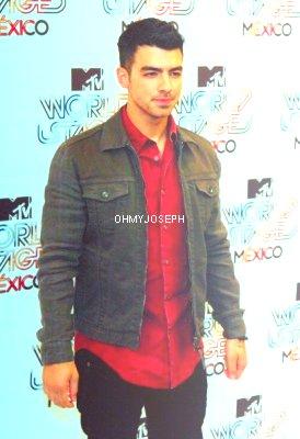24/08/11, Joe était  à la conférence de presse de la scène mondiale MTV Mexico hôtel W 2011