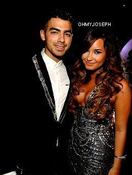 28/08/11, Joe a été à la cérémonie des MTV Video Music Award.
