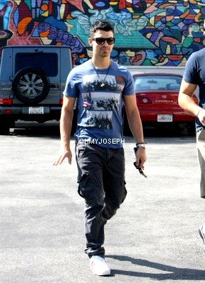01/09/11, Joe à été vu allant a Starbuck à West Hollywood.