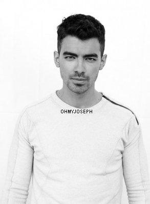 Joe pose pour un magasine espagnol