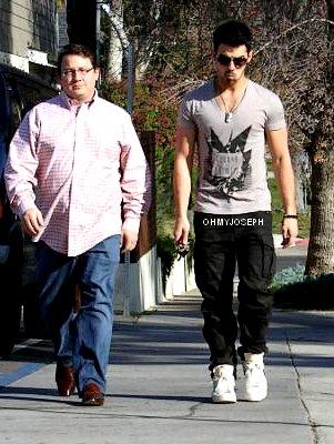 26/01 Joe était en compagnie de ses amis dans un restaurant de Beverly Hills